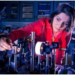 UC San Diego researcher Mercedeh Khajavikhan in the lab