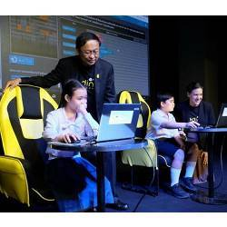 Students demonstrate the Coding Thailand project to Minister Pichet Durongkaveroj and Code.org president Alice Steinglass.