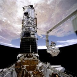 Servicing Hubble Space Telescope