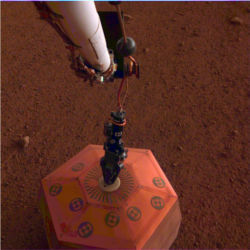 InSight lander seismometer on Mars