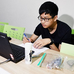 Zhou Yi taking a math tutoring class on a computer